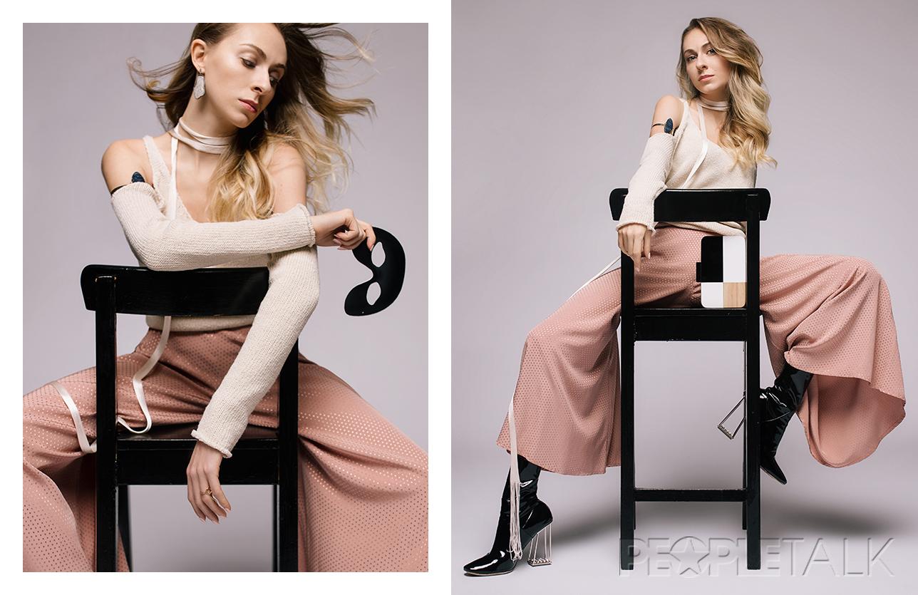 Браслет, клатч Dress Up Bar (dressupbar_moscow), кольцо Nuuk (Modbrand concept-store), блуза Mango, брюки Topshop, обувь Dior, шарф и маска Stylist own