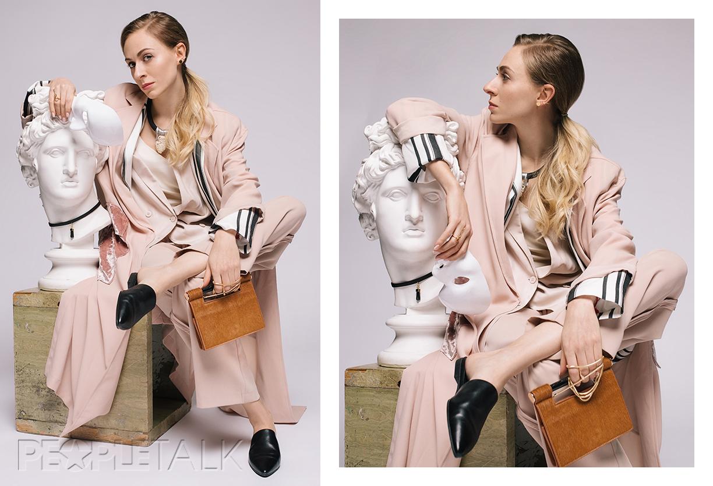 Обувь Vagabond (Lunar Hare), пиджак LiuJo (PRCo Russia), серьга-кафф, кольцо Nuuk (все Modbrand concept-store), сумка Mango, тренч и жакет Topshop, колье Alis Bo, брюки Zara, майка Dior, маска Stylist own