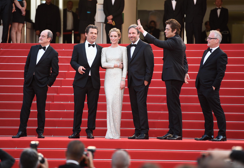Пьер Лескюр, Джош Бролин, Эмили Блант и Дени Вильнёв на Каннском кинофестивале в 2015 году