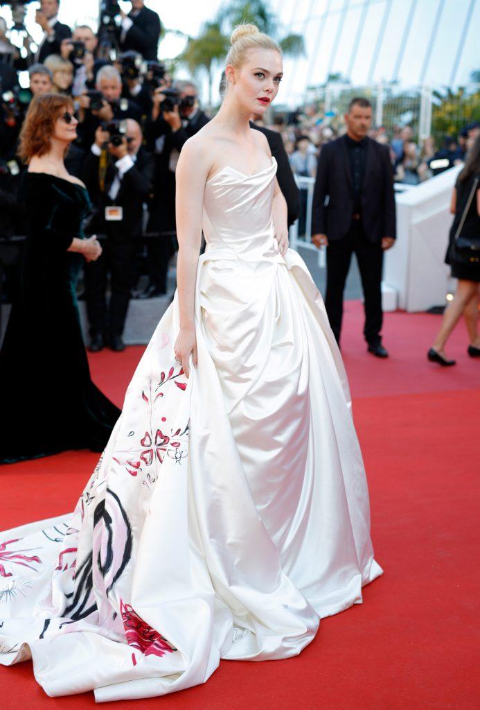 Эль Фаннинг в платье Vivienne Westwood