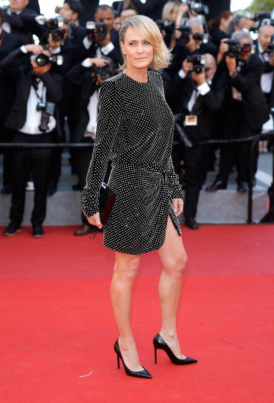 — Робин Райт в платье Saint Laurent