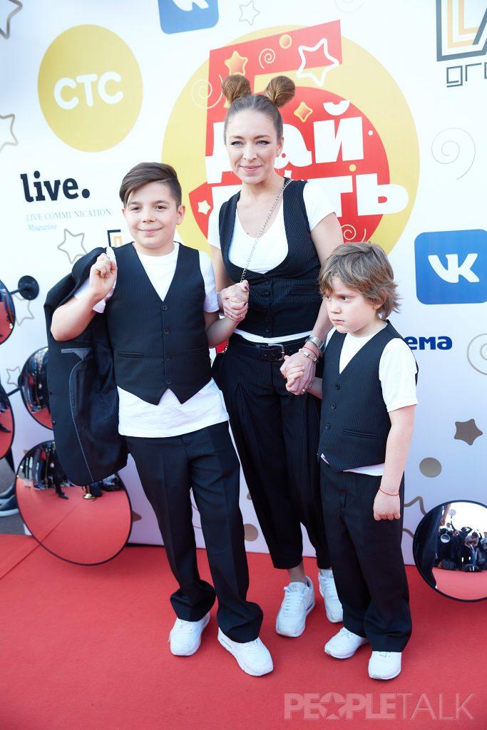 Серафима Низовская с детьми