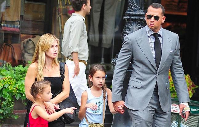 Алекс Родригес с бывшей женой и детьми