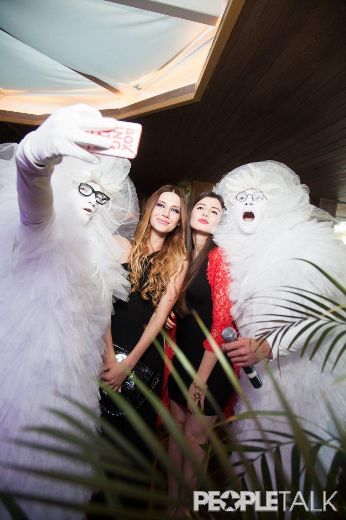Дарья Денисова с подругой Нарминой Аскеровой