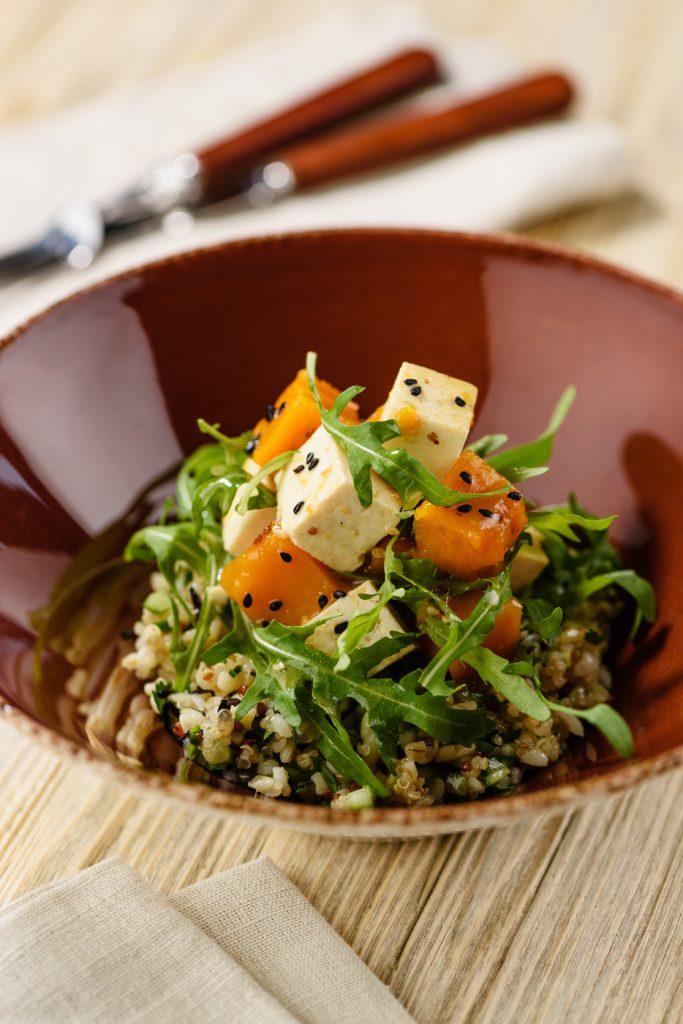 Веганский салат с тофу (310 р.)