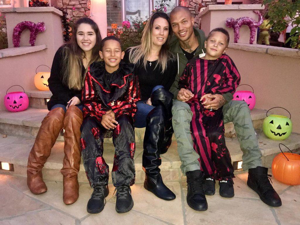 Мелисса и Джереми Микс с детьми