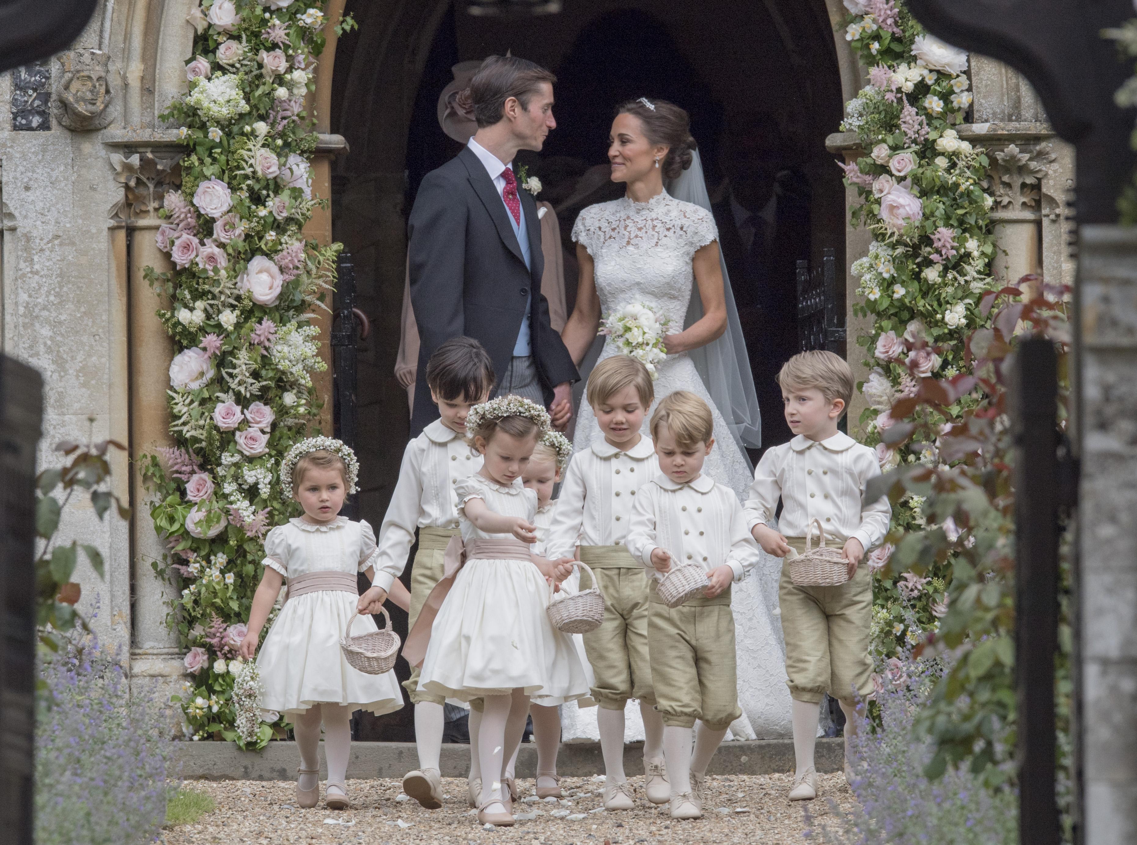 Свадьба Пиппы Миддлтон (принц Джордж – второй справа)