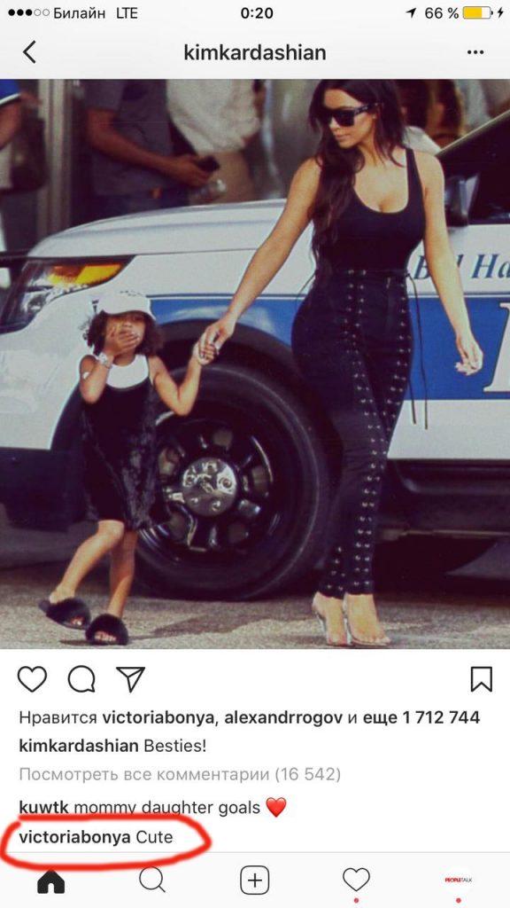 Ким Кардашьян с дочкой Норт. Комментарий: Мило