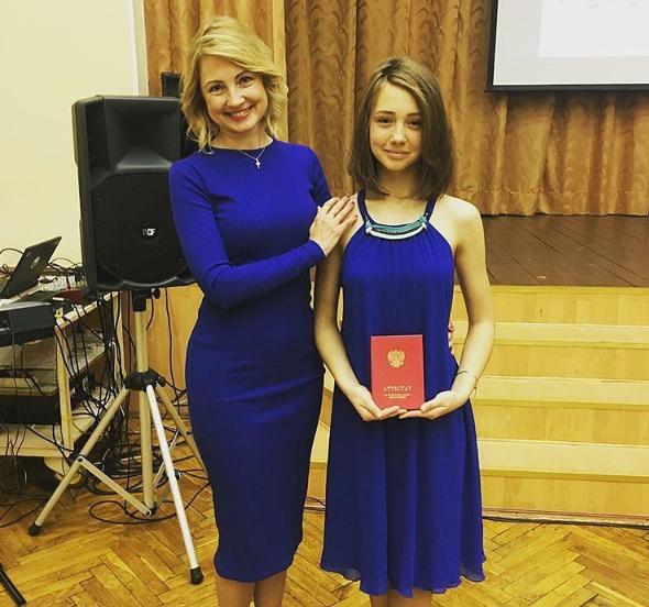 Катя Старшова с мамой