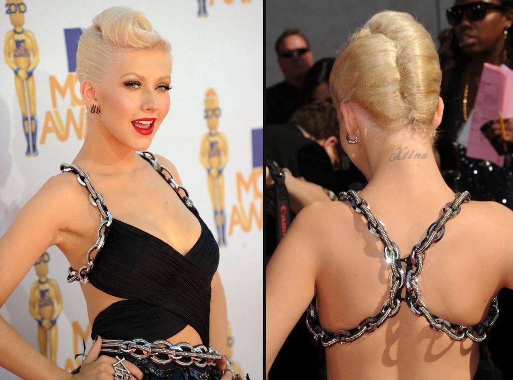 Кристина Агилера – слово «Xtina» вытатуировано сзади на шее.