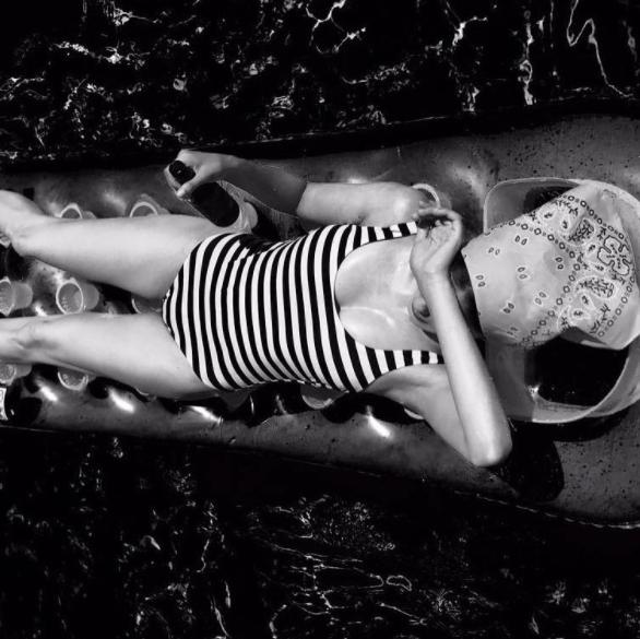 Анна Чиповская (30) – горизонтальные полоски ее отнюдь не полнят!