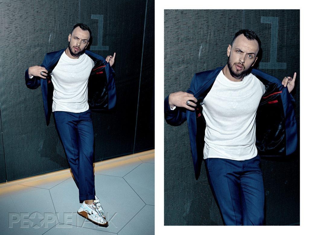 Костюм и футболка, HUGO (ТД ЦУМ); кроссовки, Dior