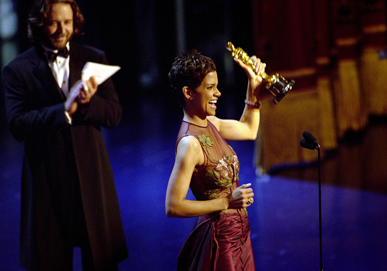 Холли Берри получает «Оскар»