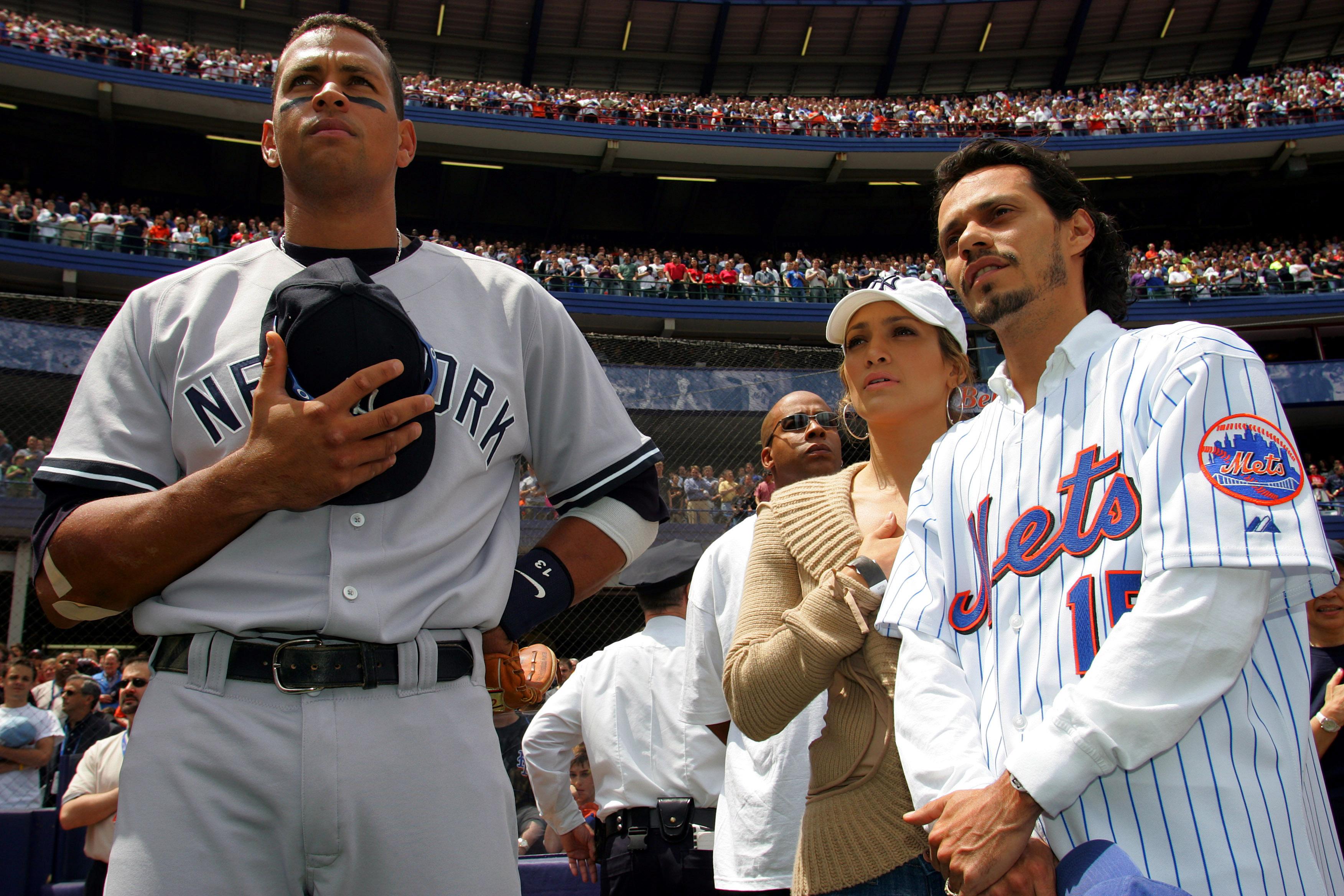 Дженнифер Лопес, Алекс Родригес и Марк Энтони в 2005 году