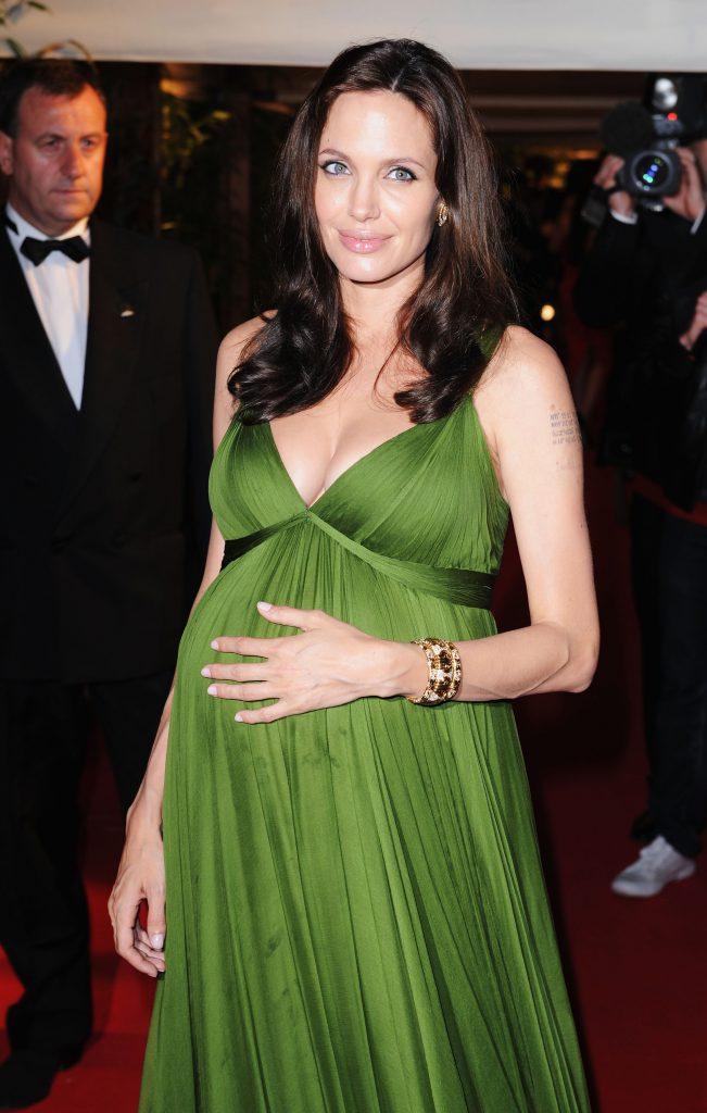 Беременная Анджелина Джоли