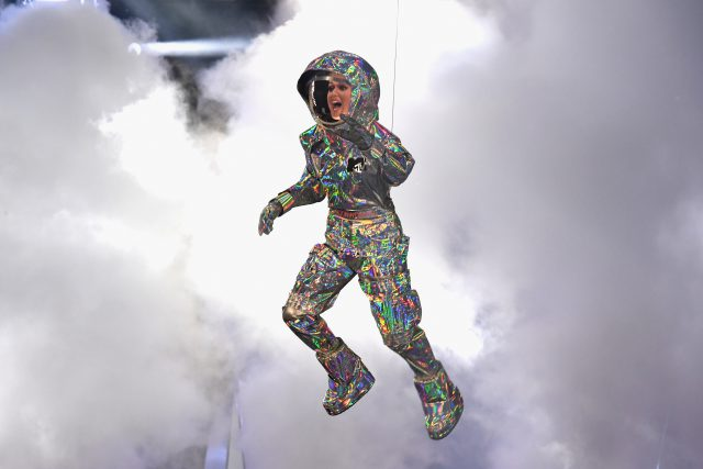 Кэти Перри на сцене MTV VMA 2017