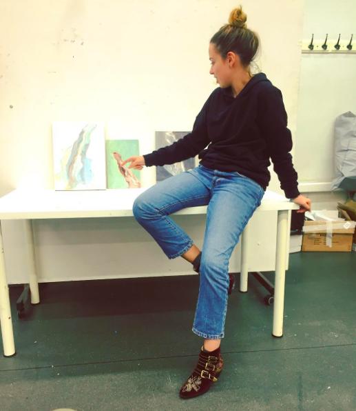 Дочь президента Федерации Современного Пятиборья России Вячеслава Аминова Лиза учится в Британской высшей школе дизайна