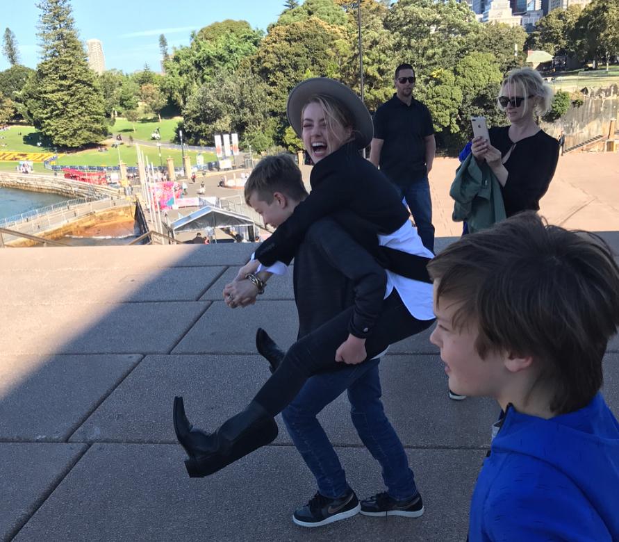 Эмбер Херд с детьми Илона Маска