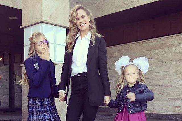 Наталья Чистякова-Ионова с дочками Лидией и Верой