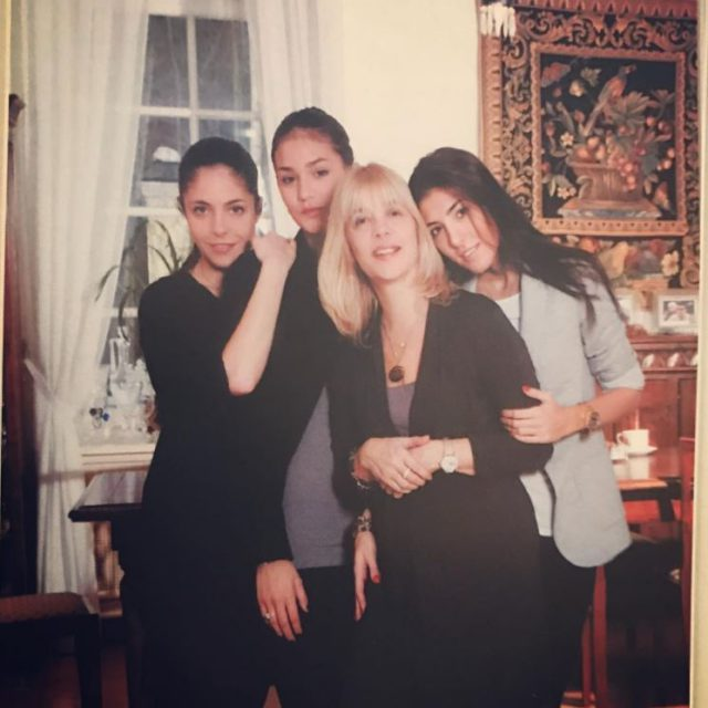Вера Глаголева с дочками