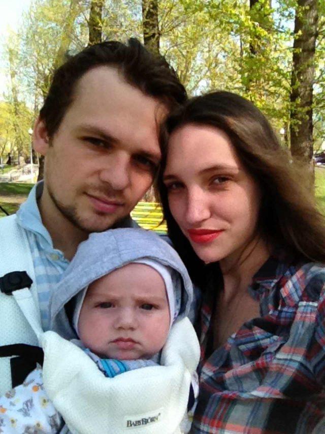 Дарья Клюшникова с сыном и мужем