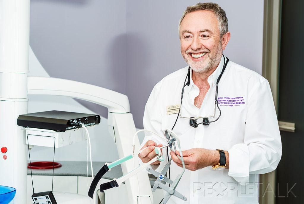Константин Ронкин, один из основателей и президент Бостонского института эстетической медицины, вице-президент международного сообщества врачей в области нейромышечной стоматологии ICCMO, президент Российской секции ICCMO, специалист международного уровня.