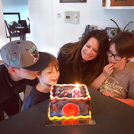 Холли Мэри Комбс с сыновьями