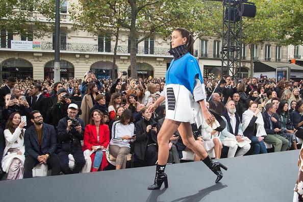 Ирина Шейк на показе L'Oreal в Париже