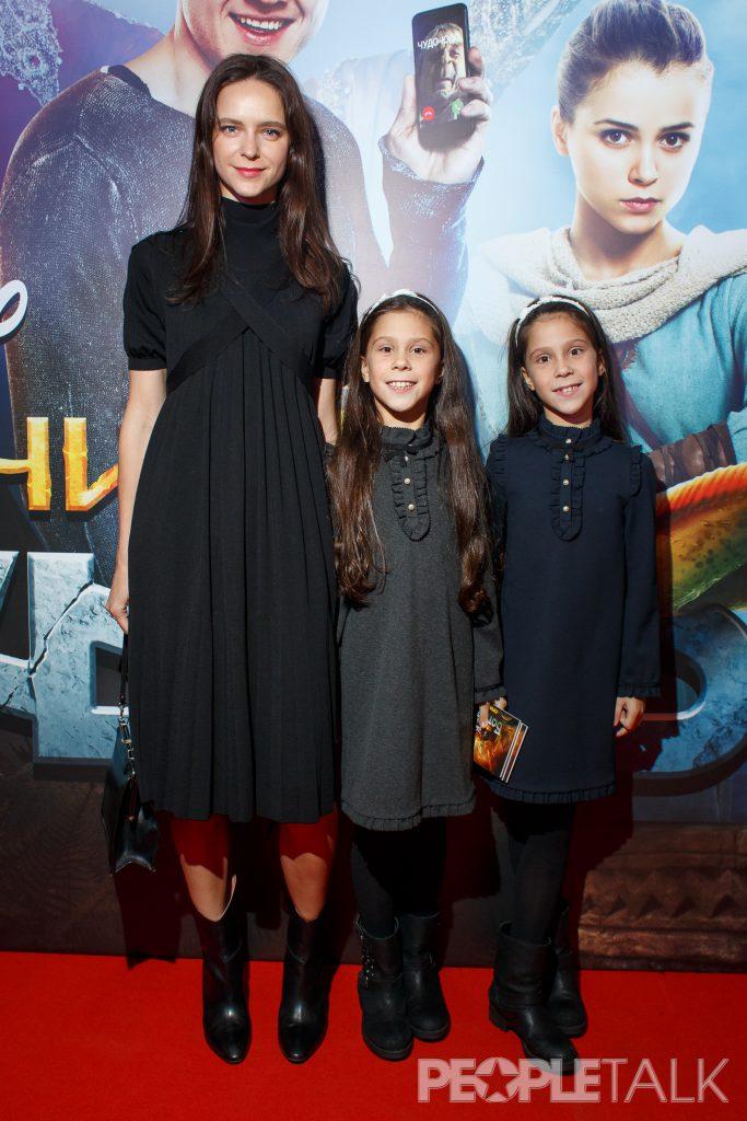 Ксения Князева с дочерьми