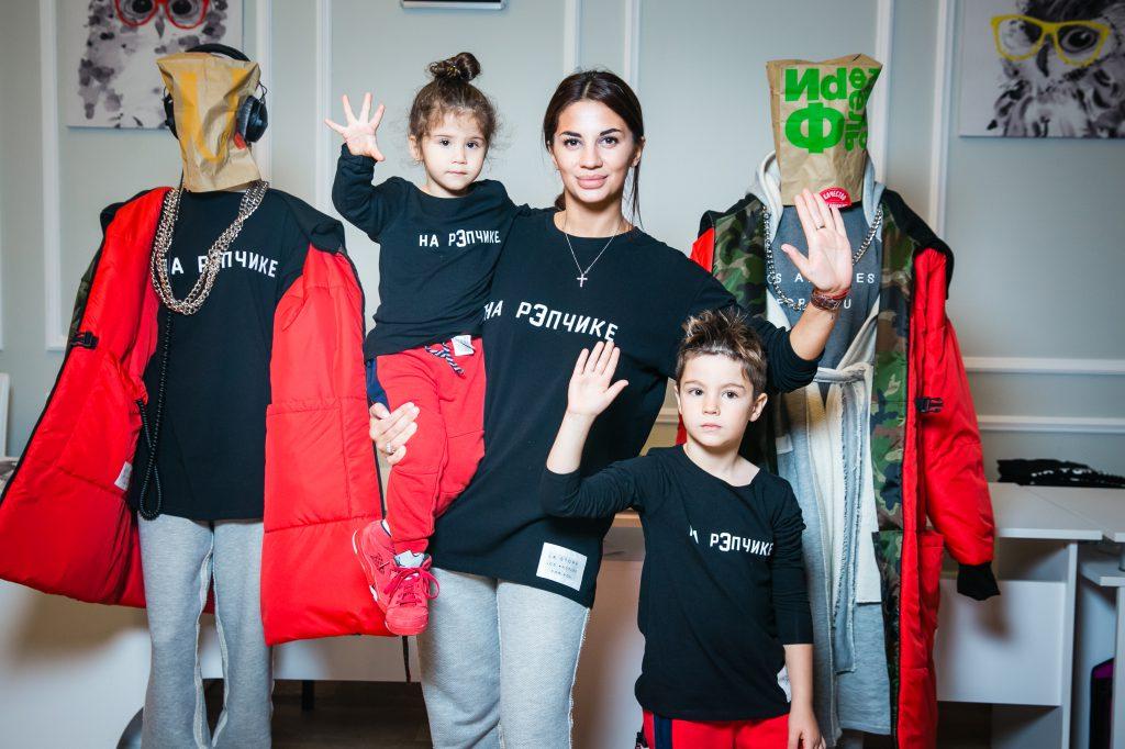 Виктория Десятникова с детьми