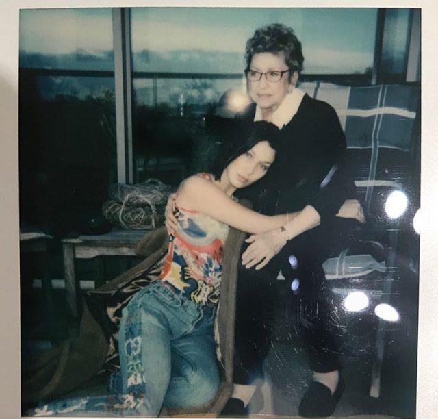 Белла Хадид с бабушкой