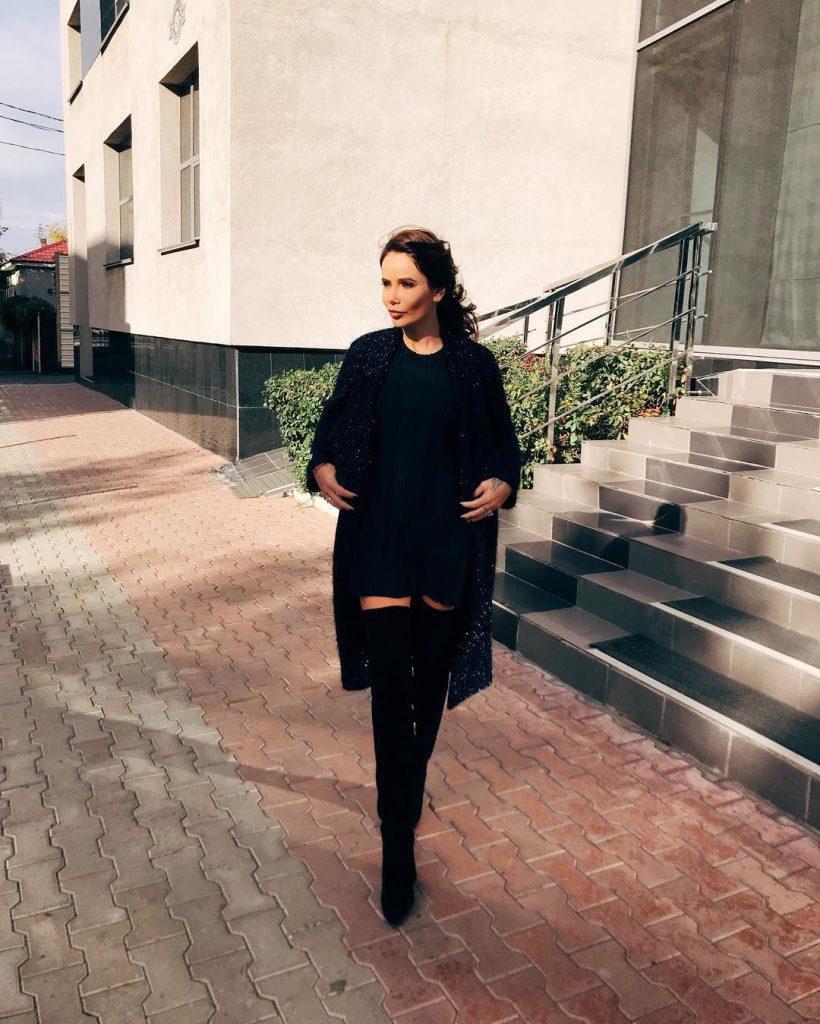 Айза Анохина гуляла по улицам Оренбурга
