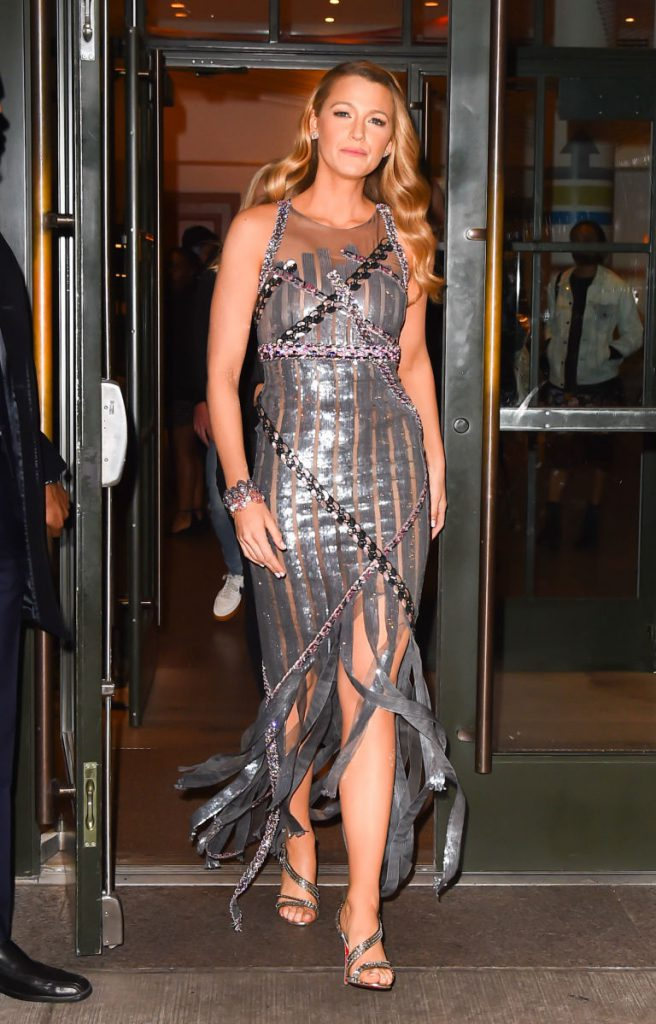 Блейк Лайвли в платье Chanel Couture и туфлях Christian Louboutin