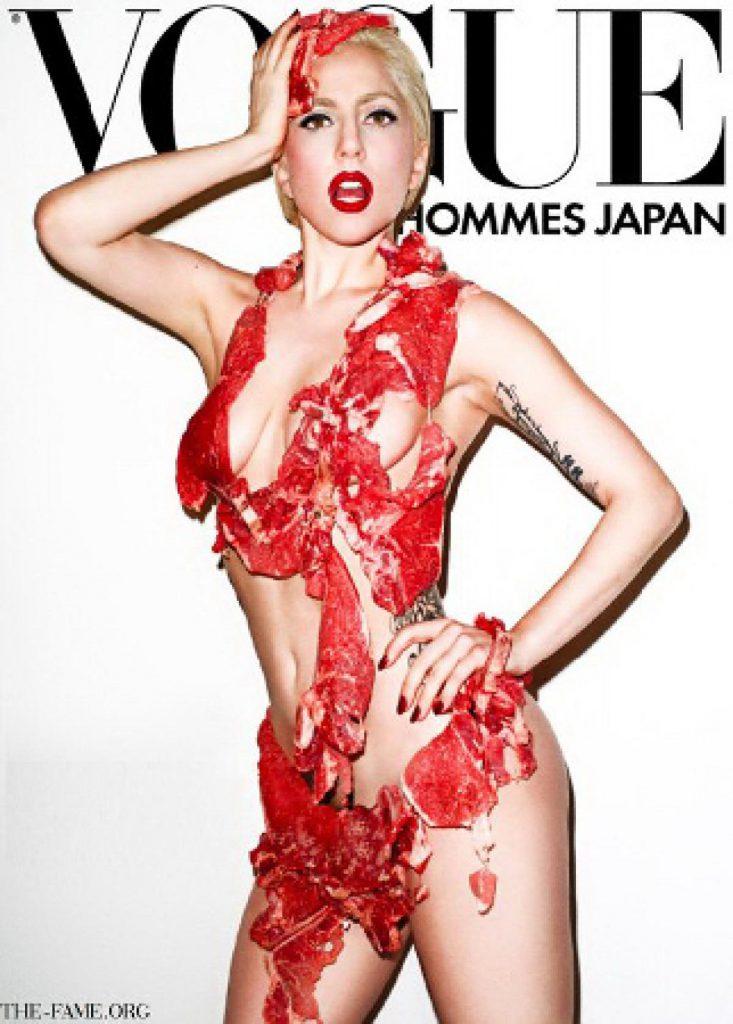 Леди Гага появилась на обложке в «мясном бикини» еще до выхода в нем на дорожку MTV Video Music Awards. Стоит ли говорить, какой эффект вызвал такой наряд, да еще и с подписью «голая правда» (Vogue Hommes Japan, сентябрь 2011)
