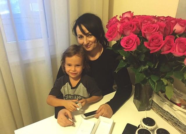 Мама Айзы Анохиной с Сэмом