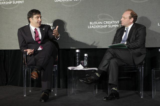 Майкл Орескес (справа)