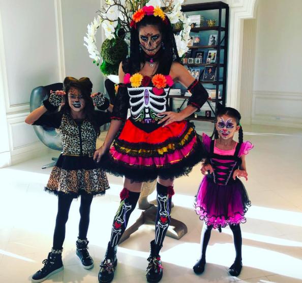 Адриана Лима с дочками Валентиной и Сиенной