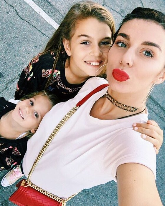 Анна с дочками Алиной и Моникой
