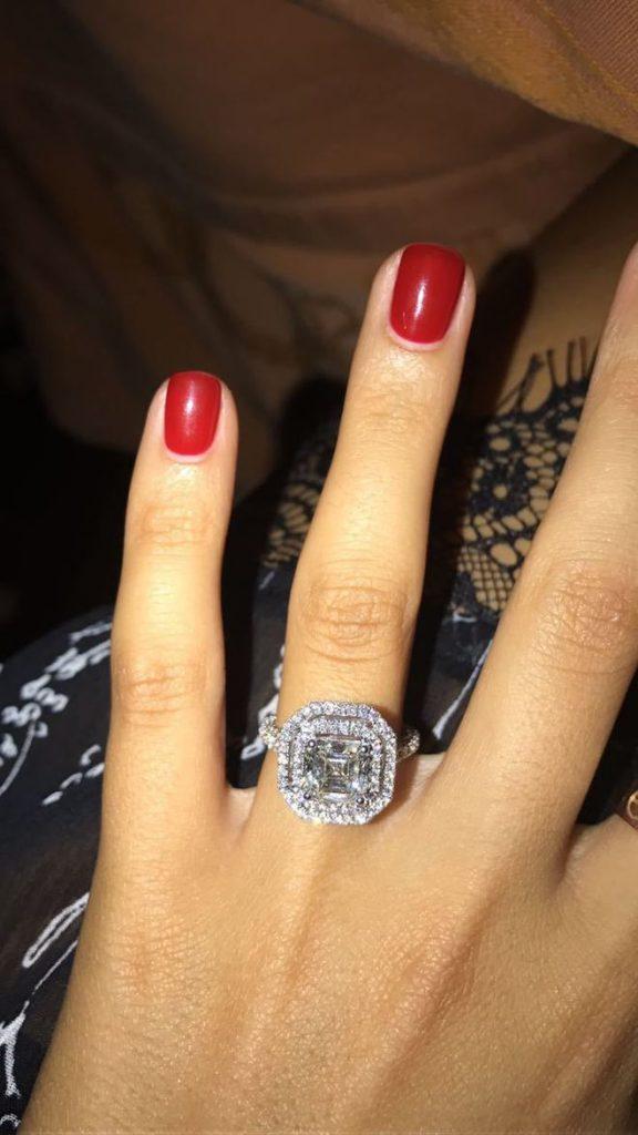 Бизнесмен Ростислав Багиров сделал предложение дочери основателя холдинга «Стройгазконсалтинг» Зияда Манасира Диана кольцом Graf за 20 миллионов рублей