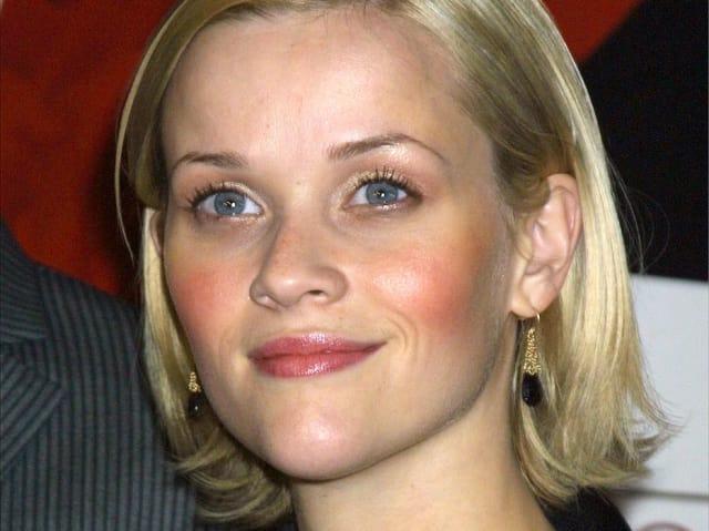 Актриса Риз Уизерспун, 2001. Потому что она - главная блондинка нулевых. И она в законе
