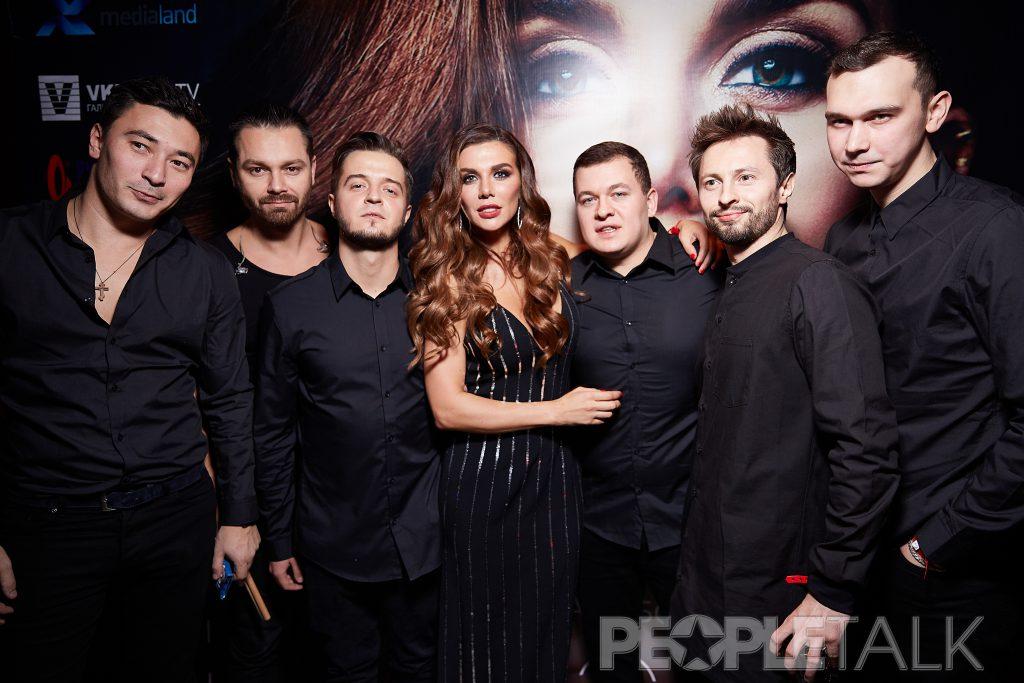 Анна Седокова со своей командой