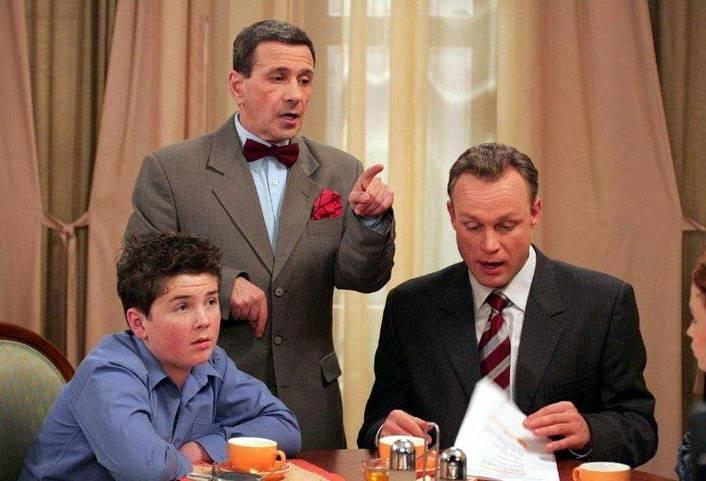 Борис Смолкин (посередине) в сериале «Моя прекрасная няня»