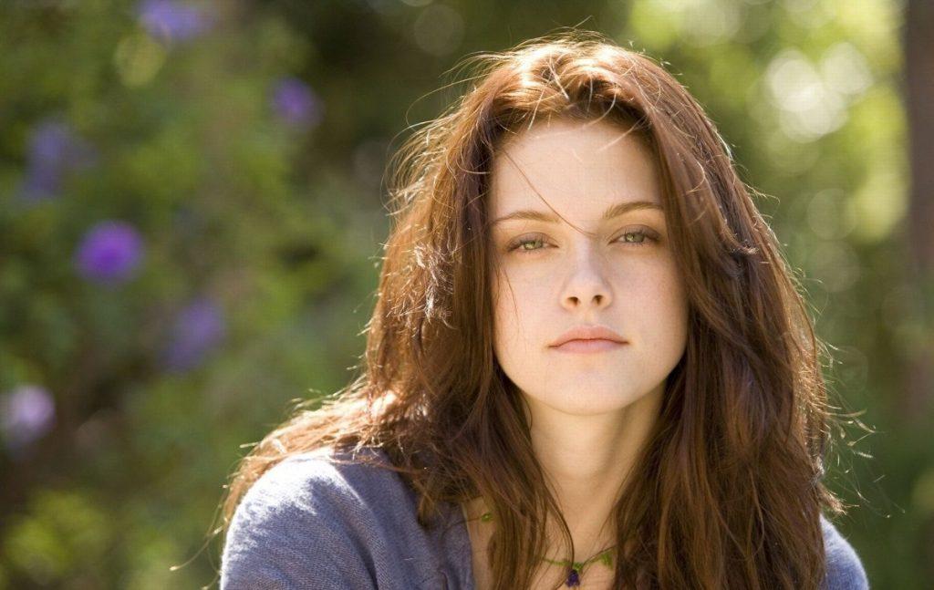 Актриса Кристен Стюарт, 2008. Потому что история любви с горячим вампиром - это, как минимум, сексуально