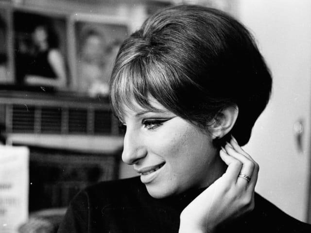 Актриса и певица Барбра Стрейзанд, 1968. Потому что еще в молодости стала иконой стиля. А еще потрясающе пела и играла в кино