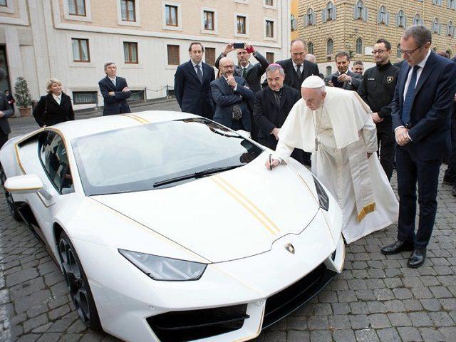 Папа Римский Франциск и его Lamborghini