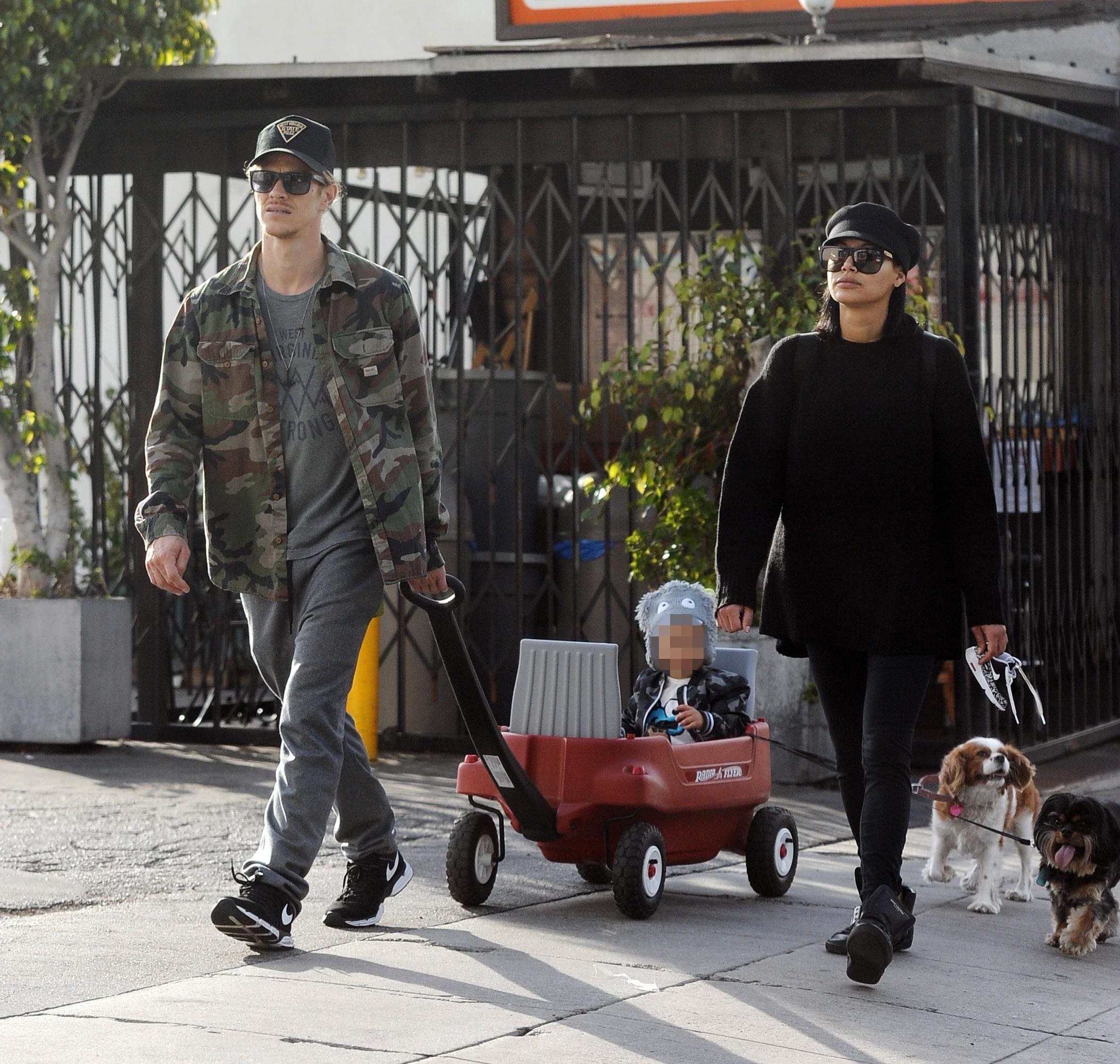 Райан и Ная с сыном