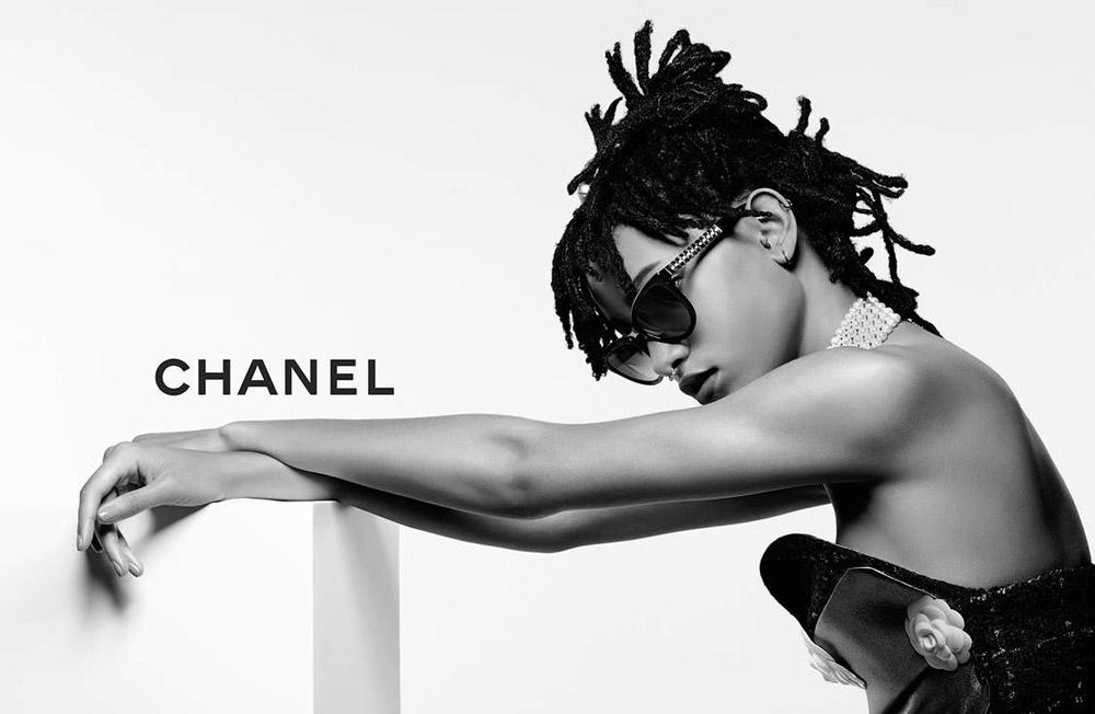 Но и это ничто по сравнению с тем, как тяжко быть амбассадором Chanel