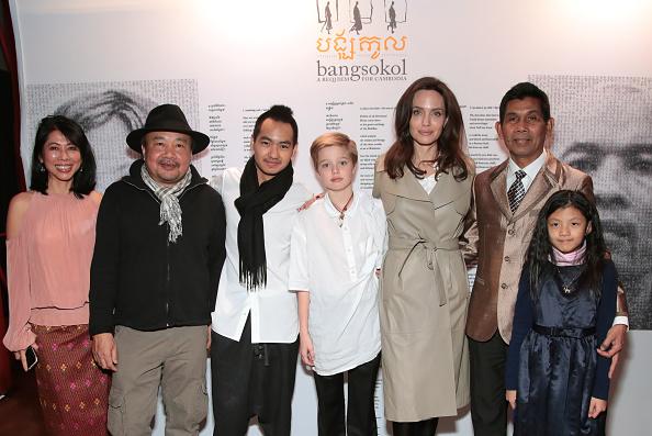 Лун Ун, Мэддокс, Шайло и Анджелина Джоли на музыкальном вечере, 17 декабря 2017