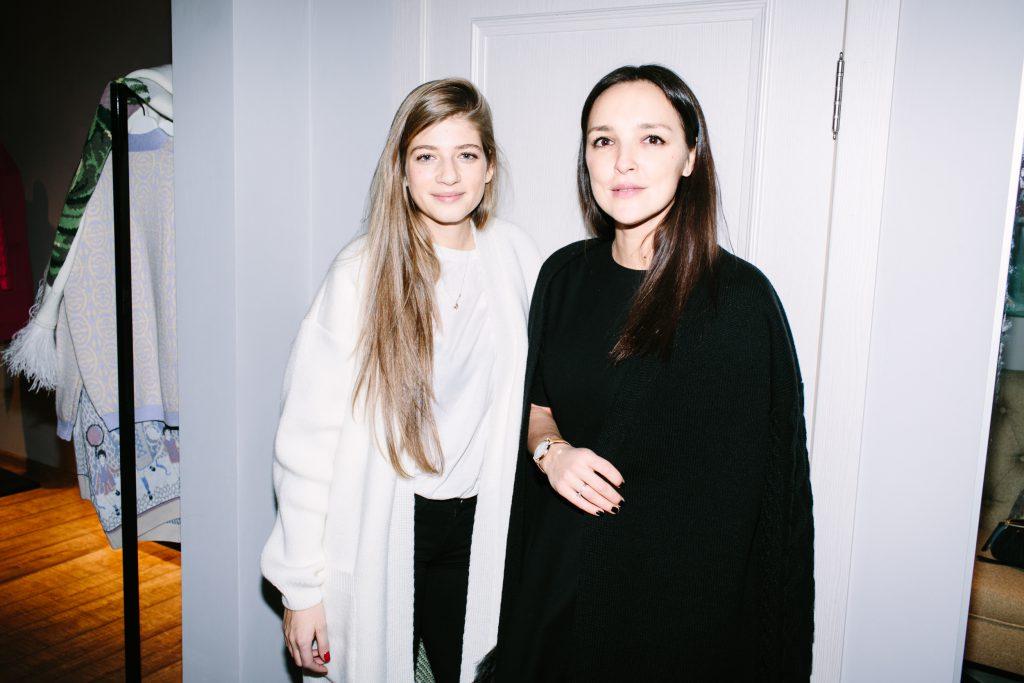 Александра Новикова и Алина Крюкова