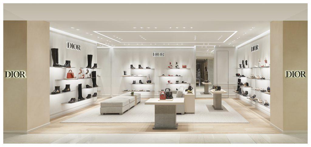 Корнер аксессуаров Dior